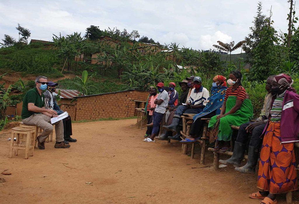 Présentations et échanges avec les groupements du programme d'agriculture en commun de Rwaramba