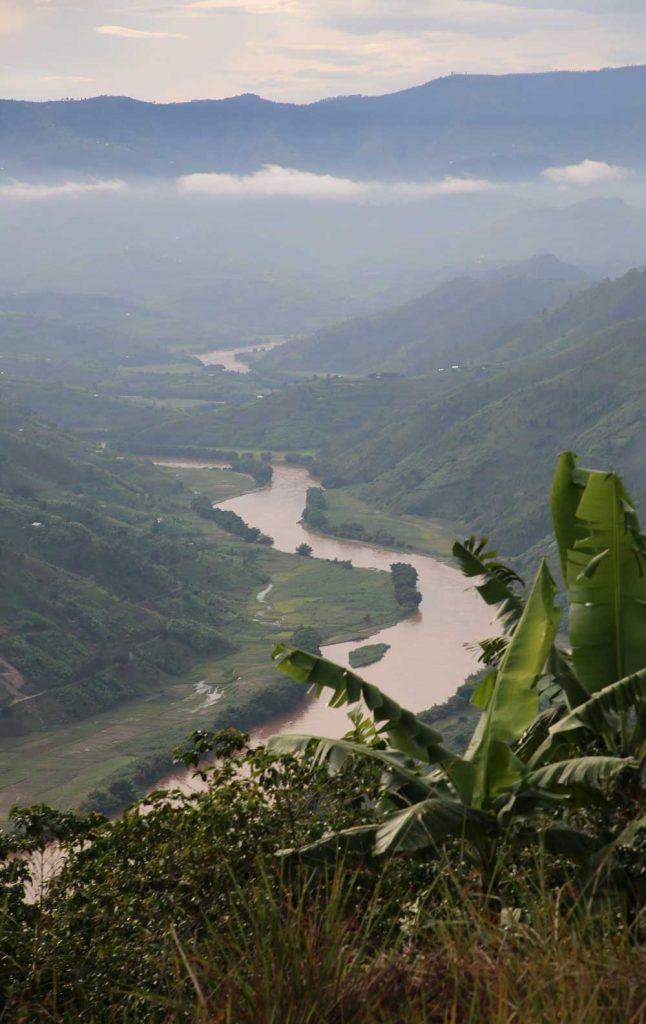 Une belle vue de la colline mais une école et un village isolé et ou l'eau est précieuse